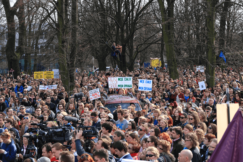protests-against-abortion-ban-warsaw