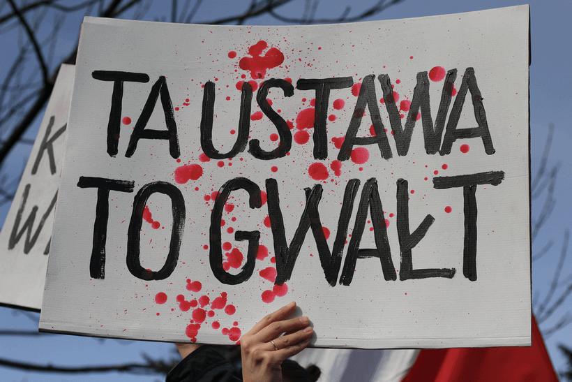 protests-against-abortion-ban-ustawa-gwalt (1)