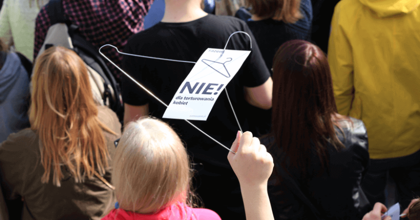 protests-against-abortion-ban-nie-torturze-kobiet (1)