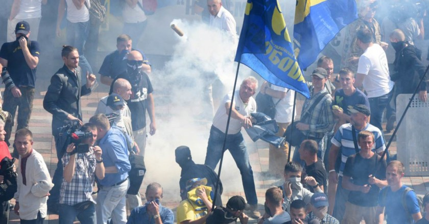 ukraine-riots-granade