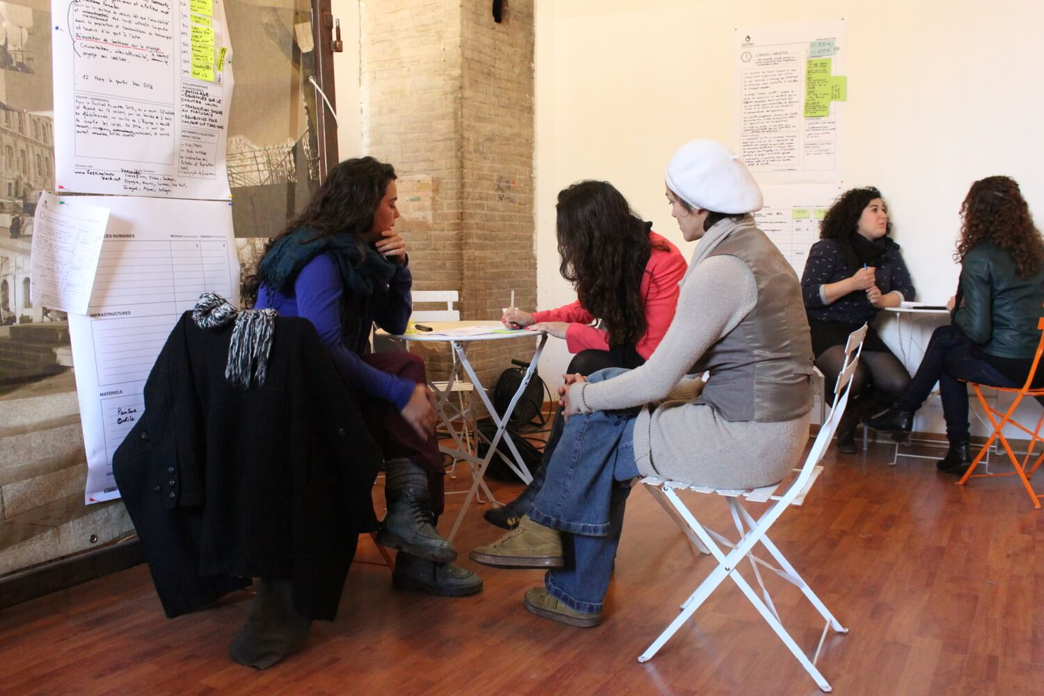 Working in smaller groups on campaigns during Goteo workshop at Les Tetes de l'Art